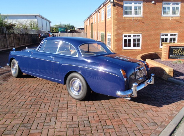 Rolls royce bentley specialists rr b garages autos post for Garage top car marseille